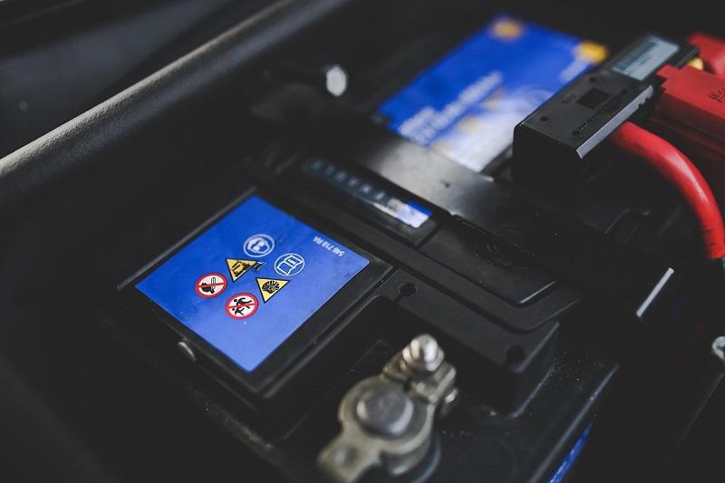 La manutenzione della batteria auto